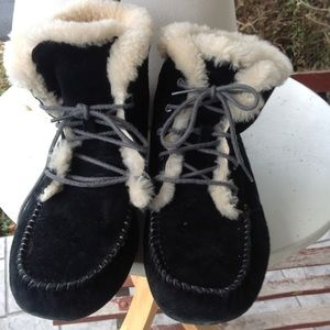 Womans ugg boots.